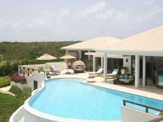 4 bedroom Villa with Washing Machine in Rendezvous Bay - Rendezvous Bay vacation rentals