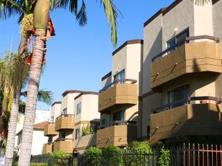 #03 Sunny Stylish 2BR Apt Hollywood - West Hollywood vacation rentals