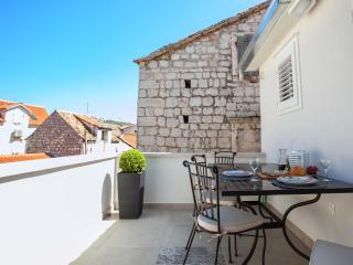 In the heart of Trogir lovely  apartment for 4 - Trogir vacation rentals