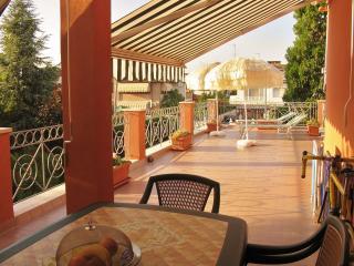 Appart. al mare, ampio terrazzo e piscina privata - Lido di Pomposa vacation rentals
