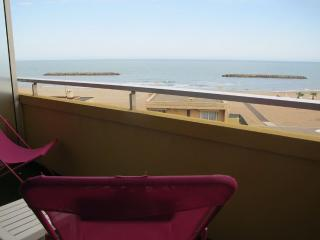 Appartement T3 VALRAS PLAGE - 37 - Valras-Plage vacation rentals