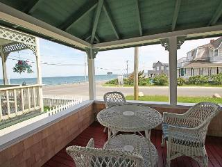 Four bedroom steps from Ink Well Beach! - Oak Bluffs vacation rentals