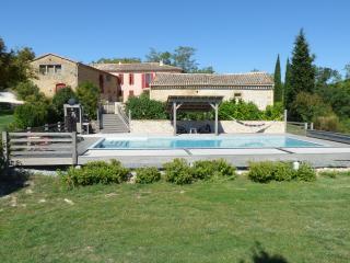 DOMAINE ANGUYALES Gîte avec piscine - Montmaur vacation rentals