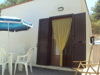 Gargano - bilocale indipendente - - San Menaio vacation rentals