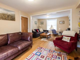 Cozy House in Tenby with Satellite Or Cable TV, sleeps 8 - Tenby vacation rentals