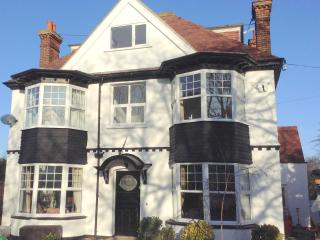 2,  Ashlyns Road , Frinton On Sea - Dog friendly! - Frinton-On-Sea vacation rentals
