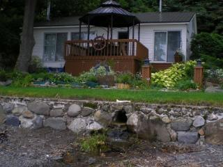 Beaumont Cottage, waterfront (St Lawrence) - Beaumont vacation rentals