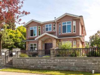 Cozy newer 3 bedroom private suite near skytrain - Vancouver vacation rentals