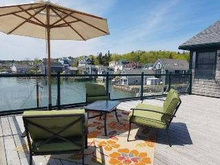 Bright 2 bedroom Stonington House with Washing Machine - Stonington vacation rentals