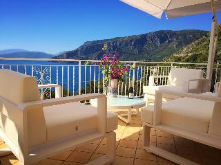 Bright 4 bedroom Bed and Breakfast in Cersuta - Cersuta vacation rentals