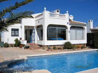 Detached 3 bedroom villa with private pool - L'Ametlla de Mar vacation rentals