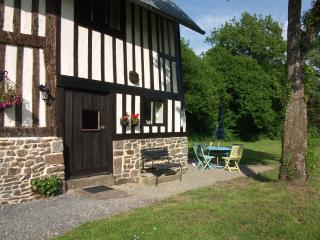 Perfect Barn with DVD Player and Patio - La Chapelle-Uree vacation rentals