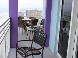 2 Bed 2 Bath Oceanfront Deluxe Wifi Double Balcony - Daytona Beach vacation rentals
