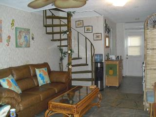 2-STORY CONDO with BALCONY on Jacksonville BEACH - Jacksonville Beach vacation rentals