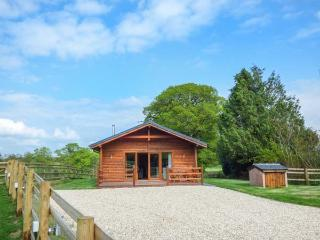 BARNSHELLEY LODGE, luxury detached lodge, woodburner, enclosed garden - Copplestone vacation rentals