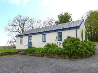BALLYVOREEN, all ground floor, solid fuel stove, off road parking, in Glandore, Ref 938478 - Rosscarbery vacation rentals