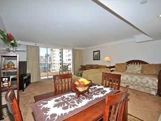 Large 1-Bedroom Suite, Full Kitchen & Laundry - Honolulu vacation rentals