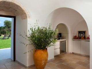 4 bedroom Villa with Dishwasher in San Michele Salentino - San Michele Salentino vacation rentals