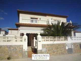 Modern Miami Platja villa with 3 bedrooms for 8 guests, a 5-minute walk from the beach - Miami Platja vacation rentals
