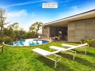 Enchanting 3-bedroom villa in Sant Celoni just 20 minutes from the beach! - La Batlloria vacation rentals