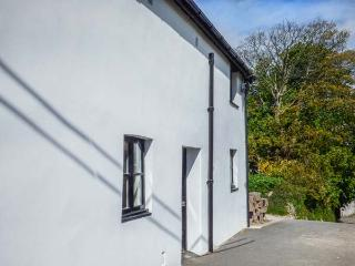 FIRST FLOOR FLAT, seaviews, shared garden and grounds, pet-friendly, WiFi, in Ilfracombe, Ref 937394 - Ilfracombe vacation rentals