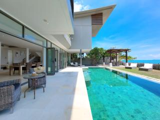 LUXURY BEACHFRONT VILLA - Chaweng vacation rentals
