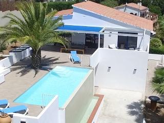 manuki+ [maːnʊkɪ maːz] |Modern Seaview Villa - Palamos vacation rentals