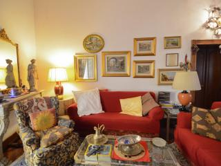 SUITE ITACA, IN THE HEART OF THE HISTORICAL CENTRE - Naples vacation rentals