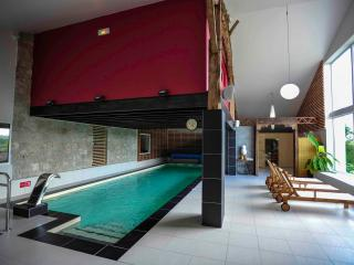 """Centre de bien-être """"Le Miel et l'Eau"""" - Clermont Dessous vacation rentals"""
