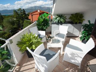 Hedonists nest in Split by the beach - Split vacation rentals