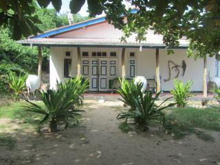 Bright 12 bedroom Nilaveli Guest house with A/C - Nilaveli vacation rentals