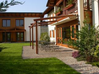 Accoglienti nuovi appartamenti per brevi periodi - Trento vacation rentals
