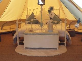 Valley Farm luxury Glamping (Mad Hatter Bell tent) - Farmoor vacation rentals