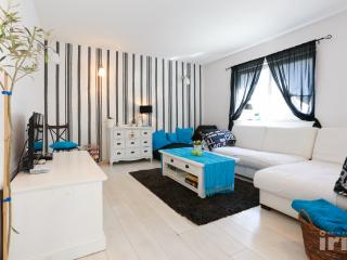 Blue & white rapsody - Omis vacation rentals