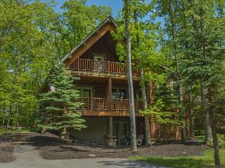 Captivating 4 Bedroom Log home with private hot tub! - Oakland vacation rentals