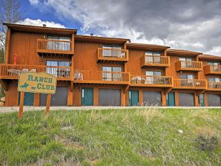 New Listing! Attractive 2BR Grand Lake Condo w/Wifi, Gas Fireplace, Private Deck & Panoramic Views - Easy Access to Skiing, Hiking, Lake Granby & Rocky Mountain Nat'l Park! Next to Clubhouse & walking Distance to Stillwater Grill! - Grand Lake vacation rentals