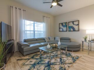 Storey Lake, 4 Bedrooms,3 Bathrooms,Pool & Lake GL - Kissimmee vacation rentals