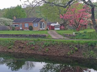 Canal Side Cottage - Upper Black Eddy vacation rentals