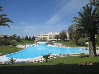 Beautiful Condo with Water Views and Satellite Or Cable TV - Alvor vacation rentals