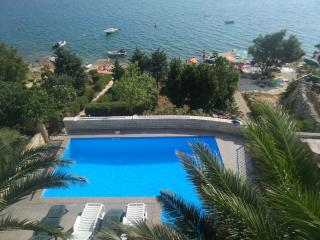 Gorgeous 2 bedroom Apartment in Karlobag with Internet Access - Karlobag vacation rentals