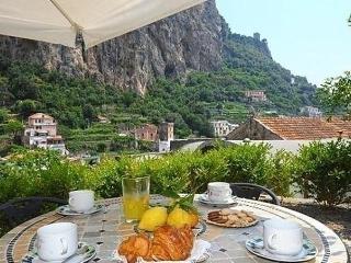 Sunny 1 bedroom Amalfi Condo with Internet Access - Amalfi vacation rentals