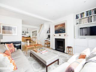 Superb 3 bed, 2 bath family home situated just 3 minutes from Notting Hill tube - London vacation rentals