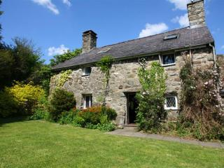 Perfect Cottage with Internet Access and Television - Garndolbenmaen vacation rentals