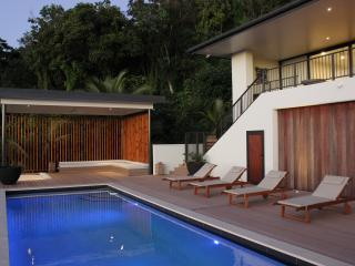 Bright 4 bedroom Avarua House with Internet Access - Avarua vacation rentals