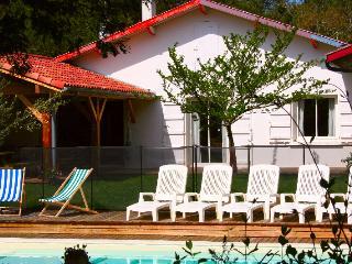 Magnifique Villa, plage à pieds, piscine chauffée - Ondres vacation rentals