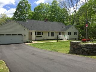 5BR / 3.5 Bath on Quiet Cul-De-Sac Near Casinos - Ledyard vacation rentals