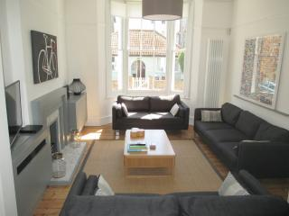 Bright 4 bedroom Broadstairs House with Internet Access - Broadstairs vacation rentals