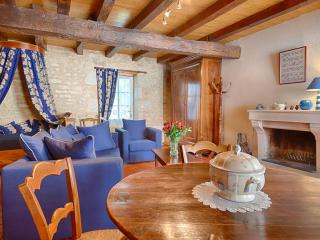 Comfortable Gite with Internet Access and Satellite Or Cable TV - Saint-Michel-le-Cloucq vacation rentals