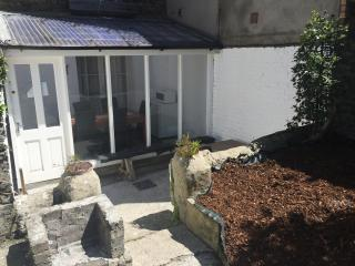 Central Apartment to the rear with garden & WiFi - Dublin vacation rentals