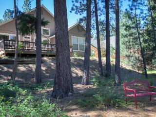#406 SEQUOIA Light and bright overlooking the creek. $215.00-$245.00 BASED ON DATES AND NUMBER OF NIGHTS (plus county tax, SDI, cleaning and processing fee) - Graeagle vacation rentals